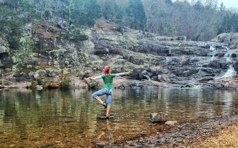 Yoga in a stream 800x500