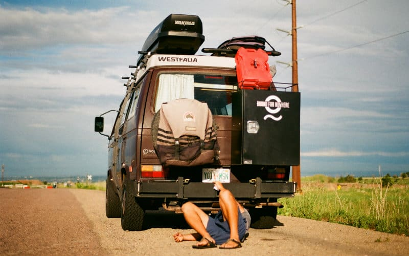 work under the van_800x500